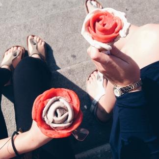 Flere steder blev der solgt super fine blomster-is. De var lækre!